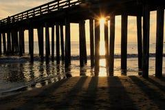 Pier bei Sonnenuntergang stockfotografie