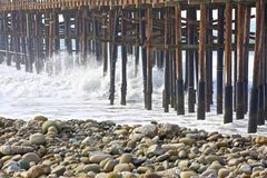 Pier bewegt Ventura California wellenartig Lizenzfreie Stockfotos