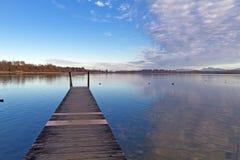 Pier bij meer Chiemsee in Beieren, Duitsland Royalty-vrije Stock Foto