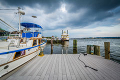 Pier and boats on the Potomac River waterfront, in Alexandria, V Stock Photography