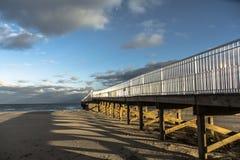 Pier in den See Lizenzfreies Stockfoto