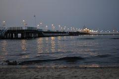 Pier in der Abendbeleuchtung Lizenzfreie Stockfotografie