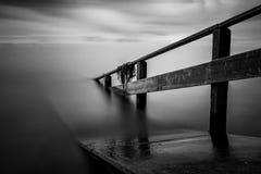 Pier an der Belichtung langer Zeit Seekonstanz stockbilder