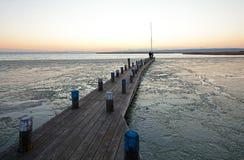 Pier die door overzees ijs wordt omringd Royalty-vrije Stock Afbeeldingen