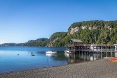 Pier Dock in Bahia Mansa Bay bei Nahuel Huapi Lake - Landhaus-La-Angostura, Patagonia, Argentinien lizenzfreie stockfotos