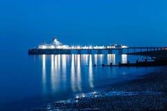 Pier Eastbourne vid natt, Sussex, Förenade kungariket Arkivfoton