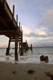 Pier an einem stürmischen Tag Stockbild