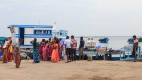 Pier en veerboot bij de Tempel van Nainativu Nagapooshani Amman - Jaffna - Sri Lanka stock afbeelding