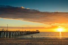 Pier, geschiktheid en zonsondergang Royalty-vrije Stock Afbeeldingen