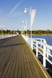 Pier hergestellt vom Holz in Jurata in Polen Lizenzfreie Stockfotos