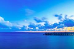 Pier im Meer bei Sonnenuntergang, Ravda, Bulgarien stockbilder