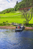 Pier in Loch Ness in Schottland Stockfotos