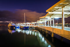 Pier in Manila-Bucht nachts, in Pasay, Metro Manila, der Philipp Stockfoto