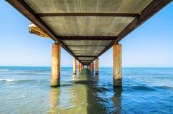 Pier in Marina di Pietrasanta, Toskana, Italien Lizenzfreie Stockfotos