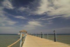 Pier in Meer Lizenzfreie Stockfotografie