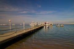 Pier mit Booten stockfotografie