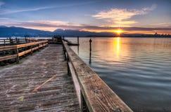 Pier mit Sonnenaufgang Sunstar Stockfotos