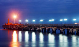 Pier nachts Stockbild