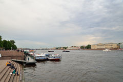 Pier on the Neva river near the Palace bridge Royalty Free Stock Photography