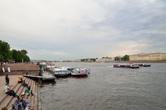Pier on the Neva river near the Palace bridge Royalty Free Stock Photos