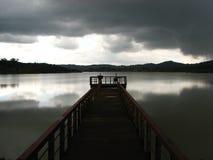 Pier op meer Keonjhar stock afbeelding