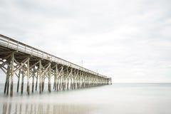 Pier in Pawleys-Insel lizenzfreies stockbild