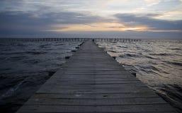 Pier am Sonnenschein Lizenzfreie Stockbilder