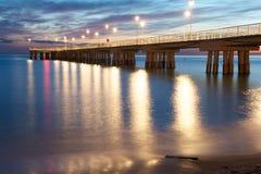 Pier am Sonnenuntergang stockfotografie