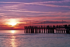 Pier am Sonnenuntergang Versilia Italien lizenzfreie stockbilder