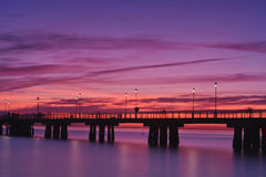 Pier am Sonnenuntergang Versilia Italien lizenzfreie stockfotos