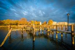 Pier und Übereinstimmung zeigen Leuchtturm in Havre de Grace, Maryland Lizenzfreie Stockfotos