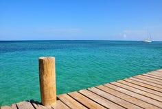 Pier und malerisches Meer Stockfotografie