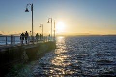 Pier und Promenade an der Dämmerung Lizenzfreie Stockbilder