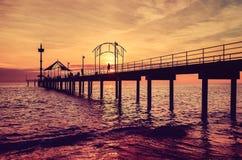 Pier und Sonnenuntergang Stockfotografie