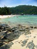 Pier und Strand, Inseln nähern sich Kota Kinabalu Stockbilder