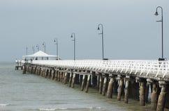 Pier unter dem Regen Stockfotografie