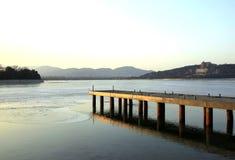 Pier von Kunming See Stockfotografie
