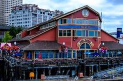 Pier 55 zu den Bordargosykreuzfahrten lizenzfreie stockfotos