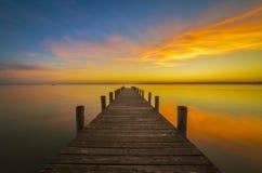 Pier zum Himmel, Weiden morgens sehen, Österreich lizenzfreie stockbilder
