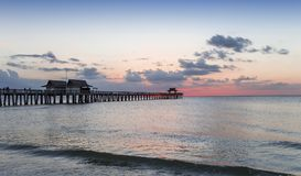 Pieranlegestelle bei Sonnenuntergang in Neapel, forida, USA stockfotografie