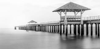 Pierbrücke lizenzfreies stockbild