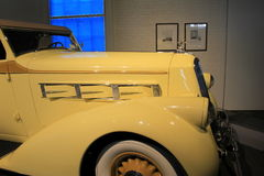 Pierce Arrow Convertible Coupe som 1936 ses från sidan, Saratoga auto museum, New York, 2015 Royaltyfri Bild
