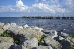 Piere sulla spiaggia polacca Fotografie Stock