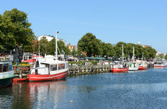 Piere z fisher łodziami w habor Warnemuende Fotografia Stock