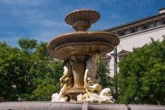 Piermarini springbrunn i piazza Fontana, Milan, Italien Royaltyfri Fotografi