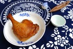 Pierna cocida del pato del estilo chino Imagenes de archivo