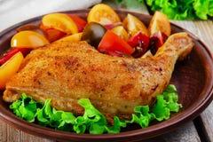 Pierna de pollo cocida al horno Fotografía de archivo libre de regalías