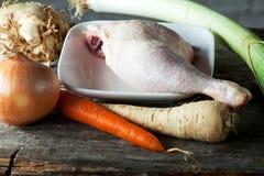 Pierna de pollo sin procesar Imagen de archivo libre de regalías