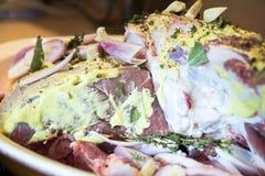 Pierna del cordero de la carne cruda Fotos de archivo