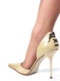 Pierna en el zapato blanco Fotos de archivo libres de regalías